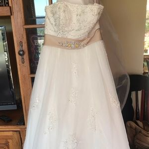 Dresses & Skirts - Vintage style wedding gown